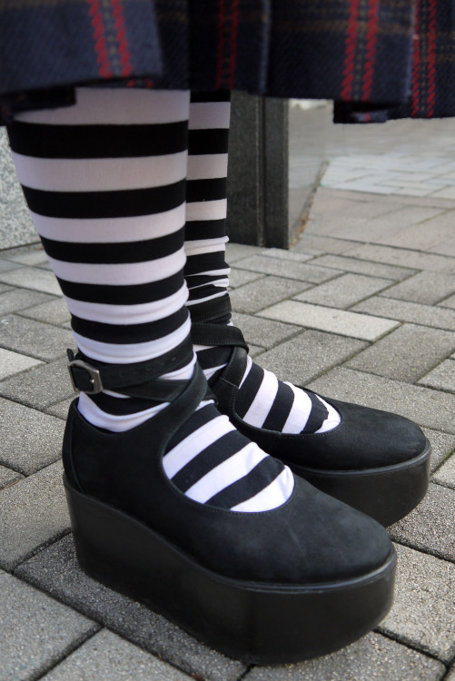 black&white+platform