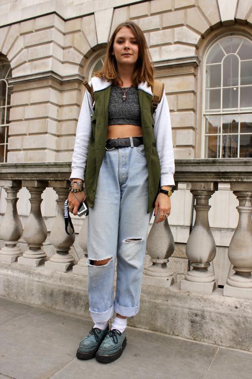 High weist jeans+short top!