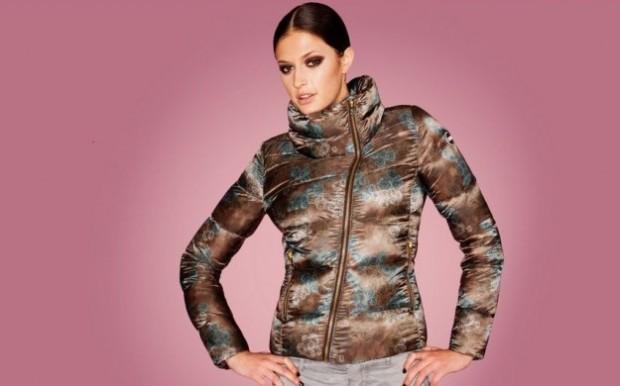 Piumino con stampa effetto camouflage Colmar.