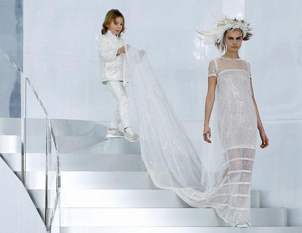 Karl-Lagerfeld-Cara-Delevingne-abito-sposa-2014-Chanel-Haute-Couture3