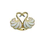 Anello in argento placcato oro 18 kt. con cigni con smalto madreperlato e zirconi bianchi